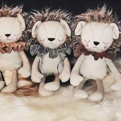 Handmade Lion Cloth Dolls with hand painted faces   Look for these at @svovelfabrikkogbutikk !!! #lionclothdoll #liondoll #clothdoll #oldfashionedtoys #handmade #handmadefabrictoys #peanut_and_elliott_