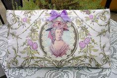 CHARMANT  COUSSIN  MARIE ANTOINETTE TOILE DE JOUY LINGE ANCIEN