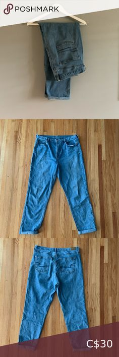 American Eagle Mom Jeans Great Used Condition  High Rise Slightly Stretchy American Eagle Outfitters Jeans Cropped Hoodie, Cropped Jeans, High Rise White Jeans, Yellow Jeans, American Eagle Skinny Jeans, Jeans Brands, Distressed Skinny Jeans, American Eagle Outfitters Jeans, Stretch Jeans
