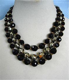 Schiaparelli Black and Gold Necklace por DelicateCreations en Etsy