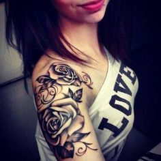 Tattoo bras roses on We Heart It