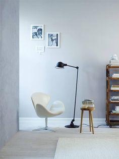 Jielde and Swan chair lust Swan Chair, Interior Styling, Interior Design, Anna, Blog Deco, Scandinavian Interior, Scandinavian Style, Take A Seat, Room Lights