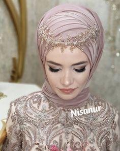 Makeup Wedding Makeup For Wedding Guest Hijab makeup Wedd. Makeup Wedding Makeup For Wedding Guest Hijab makeup Wedding Wedding Hijab Styles, Hijab Wedding Dresses, Disney Wedding Dresses, Bride Dresses, Hijab Gown, Hijab Style Dress, Turban Hijab, Bridal Hijab, Hijab Bride