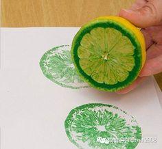 蔬果涂鸦: 你有没有带孩子仔细观察过蔬菜水果? 看看借助于颜料,它们会展现出怎样的迷人印记?