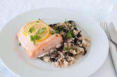 ovnsbakt laks med krema spinat og quinoa. Kutt ut hvitløken, evt stek den litt i oljen, før du tar den opp av pannen