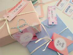 Assortiment de papiers cadeaux et étiquettes Retrouvez le kit complet à imprimer sur www.tetedecoucou.com