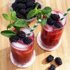This Blackberry Mint Iced Green Tea is so delicious and refreshing, and is a wonderful drink for a warm summer day, plus it has all the health benefits of the Organic Energy Berry Morning Tea Blend. Green Tea Recipes, Iced Tea Recipes, Mint Recipes, National Iced Tea Day, Summer Drinks, Refreshing Drinks, Fresh Fruit, Love Food, Food Processor Recipes