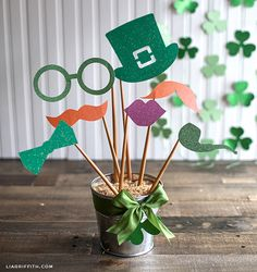 Template and SVG file for these adorable photo props and party garland! : Template and SVG file for these adorable photo props and party garland! Deco St Patrick, Fete Saint Patrick, Sant Patrick, Leprechaun, Holiday Crafts, Holiday Fun, Favorite Holiday, Holiday Ideas, St. Patricks Day