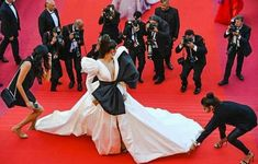 With Plunging Neckline, Thigh High Slit and A Big Bow, Deepika Padukone Sets Red Carpet On Fire At Cannes 2019 - HungryBoo Frente Popular, Deepika Padukone Latest, People Dancing, Pink Gowns, Big Bows, Top Of The World, Queen Of Hearts, Cannes Film Festival, Plunging Neckline