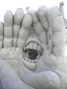 Yelling sand sculpture by Kirk Rademaker and Helena Bangert in Rorschach Switzerland
