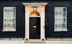 7 Stunning Front Door Designs via @MyDomaine