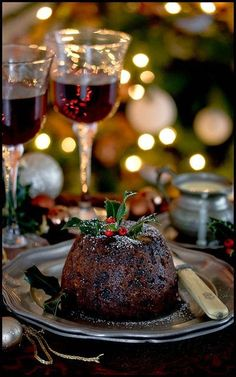 Are you looking for some easy Christmas pudding recipes to try this year? I have a collection of the best traditional English pudding recipes. British Christmas, Christmas In England, Christmas Carol, Italian Christmas, Victorian Christmas, Nigella Christmas, Winter Christmas, Christmas Presents, Christmas Sweets