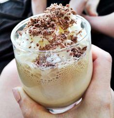 Kawa mrożona z lodami i bitą śmietaną - Kobiecym okiem Coffee Candy, Coffee Drinks, Coffee Ice Cream, Coffee Truck, Coffee Photography, I Love Coffee, Smoothies, Cake Recipes, Food And Drink