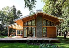 roof overhang exterior contemporary with mature trees contemporary outdoor sofa sets Gable Roof Design, Facade Design, Patio Design, Exterior Design, House Roof, Facade House, Plan Chalet, Stone Facade, Outdoor Sofa Sets