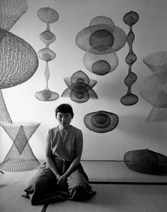 "RIP Ruth Asawa, ""a sculptor, teacher and advocate for the arts whose work brought into modern sculpture a complexity of line never ventured before, died Monday night. She was Ruth Asawa for LIFE,. Sculptures Sur Fil, Sculpture Art, Wire Sculptures, Modern Sculpture, Art Au Crochet, Wire Crochet, Ruth Asawa, Instalation Art, Fotografia Macro"