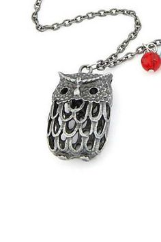 Hollow out the owl necklace