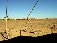"""La jaima, símbolo de la resistencia… y de la existencia del pueblo saharaui Documentación """"JAIMA"""": Antropólogo en prácticas. La jaima Por: Sukeina Aali-Taleb   28 de febrero de 20…"""