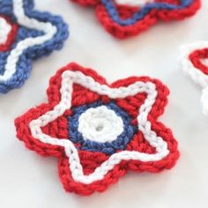 Celebrate the Fourth of July with these patriotic crocheted stars! It's the perfect appliqué, bunting, coaster, and more! Free pattern.
