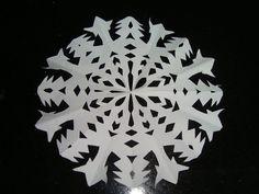Made by Samy: DIY - Como fazer neve de papel  Olá pessoal!!!!  V...