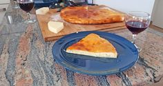 My recipe to bake for lunch or dinner a closed Khachapuri: a lovely, cheese filled bread that goes perfectly with some wine and some hot sauce. Khachapuri Recipe, My Recipes, Bread Recipes, Italian Cheese, Egg Wash, Melted Cheese, Naan, Melted Butter, Bread Baking