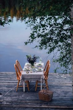 Magical Gathering at the lake in Sweden sourounded by the woods with a gorgeous view and the most delicious gluten-free noodle salad. Outdoor Dining, Outdoor Spaces, Outdoor Decor, Lakeside Dining, Decoration Chic, Photo Images, Al Fresco Dining, Lake Life, Interior Exterior
