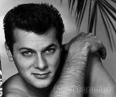 A young Tony Curtis.