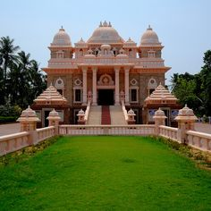 Add another one to the already full list of Beautiful places to visit!  Ramakrishna Mutt | Chennai, India