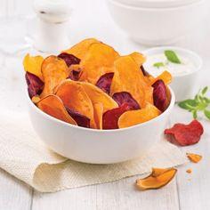 Chips de patates douces et betteraves - Recettes - Cuisine et nutrition - Pratico Pratique Snack Recipes, Snacks, Beets, Sweet Potato, Tapas, Nom Nom, Buffet, Brunch, Appetizers