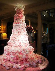 Pink Wedding Cakes there is just something amazing about a giant cake. Huge Wedding Cakes, Extravagant Wedding Cakes, Creative Wedding Cakes, Floral Wedding Cakes, Amazing Wedding Cakes, Wedding Cake Designs, Floral Cake, Cake Wedding, Amazing Cakes