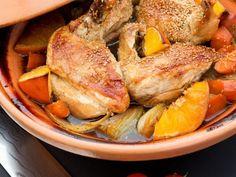 Hähnchen-Tajine mit Möhren, Orangen und Sesam ist ein Rezept mit frischen Zutaten aus der Kategorie Hähnchen. Probieren Sie dieses und weitere Rezepte von EAT SMARTER!