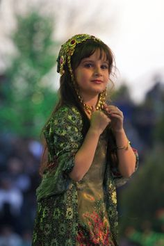 kurdistania: Little princess is dancing during Newroz festival in shaneder park in Hawler (Erbil) - Kurdistan