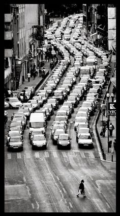 Black and White Photography - Pedestrian and waiting traffic, Bucharest, Romania, by Filip Bogdan Black And White City, Black And White Pictures, Foto Poster, Photo B, Monochrom, Urban Photography, Photography Ideas, Street Photography People, Belle Photo