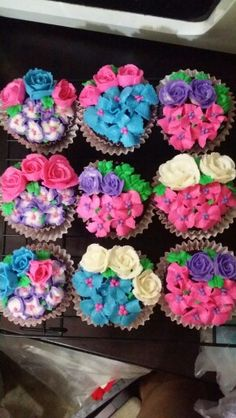 Floral cupcakes...