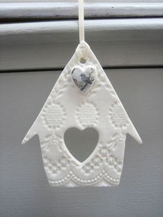 Best Photo clay ornaments bird Suggestions Bird house hanging decoration from Amanda Mercer Clay Christmas Decorations, Christmas Diy, Diy And Crafts, Christmas Crafts, Christmas Ornaments, Simple Crafts, Felt Crafts, Tree Decorations, Diy Y Manualidades