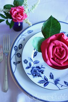so pretty ROSETTE NAPKIN FOLD TUTORIAL