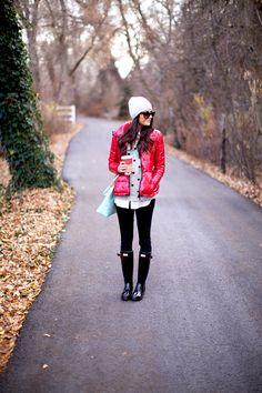 Red puffer jacket, polka dot sweater, hunter rain boots, blue bag