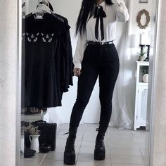 edgy outfits for school Grunge Outfits, Indie Outfits, Edgy Outfits, Korean Outfits, Grunge Fashion, Gothic Fashion, Fashion Outfits, 80s Fashion, Trendy Fashion