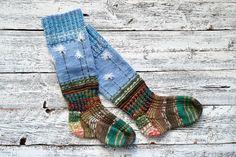 Neulo Lapin luonnon taikaa henkivät villasukat   ET Knitting Socks, Knit Socks, Fingerless Gloves, Arm Warmers, Weaving, Google Search, Fashion, Rabbits, Diy