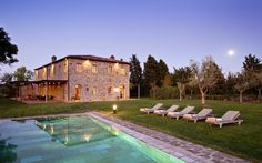 Exterior view of Villa Biondi, Castiglion del Bosco in Tuscany with swimming pool in foreground Tuscan Style Homes, Tuscan House, Italy House, Warm Home Decor, Mediterranean Home Decor, Valley View, Tuscany Italy, Siena, Hotels And Resorts