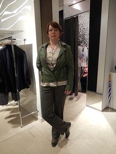 Es muss nicht immer Jeans sein. Leichte Stoffhosen sind bequem und lassen sich vielseitig kombinieren - elegant oder casual. #stilberaterin #stilberatung #style-Check #Reutlingen