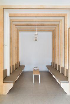 Hekla / Architecture / Interieur / Analabo / Laboratoire d'analyses / Bordeaux / Bois / Mobilier / Banquette / Medical / Trame / Ossature bois / Salle d'attente / Symetrie