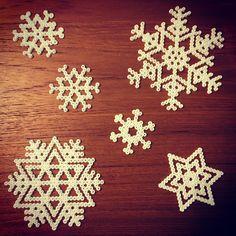 Snowflakes hama mini beads by lilleloui