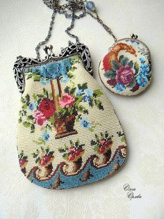 This vintage purse and change purse are adorable! Women's vintage fashion accessories