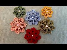 crochet knit flower making Crochet Brooch, Crochet Shoes, Crochet Earrings, Creative Embroidery, Hand Embroidery, Knitted Flowers, Crochet Videos, Irish Crochet, Crochet Designs
