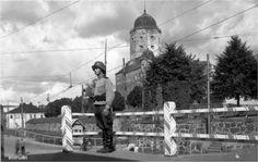 Viipurin linna on rakennettu vuonna History Of Finland, Viborg, Historical Pictures, Helsinki, Ww2, Winter, Louvre, Travel, Soldiers