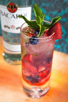 rum based mixed drink recipe,mojto recipes,Mexican drinks,berry mojitos