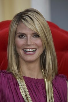 Seeking Heidi Klum hairstyles? This stunning diva is well known for her  modeling career. We find her often appearing pretty and sassy on the screen or  events. Her hair is styled cautiously as she is found in different styles and  colors We pick up some of her looks from the Heidi Klum's hairstyles. Check  these 9 stunning Heidi Klum hairstyles:
