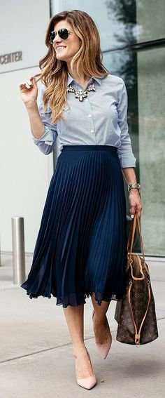 beautiful fall business outfit idea | stripped shirt + bag + midi skirt + loafers