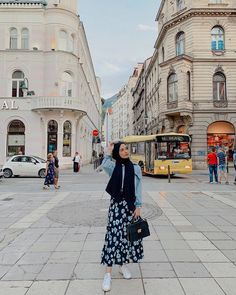 Hijab styles 852517404444658092 - Image may contain: one or more people and outdoor Source by kezibanncevik Modern Hijab Fashion, Street Hijab Fashion, Hijab Fashion Inspiration, Muslim Fashion, Modest Fashion, Skirt Fashion, Ladies Fashion, Fashion Outfits, Celebrities Fashion