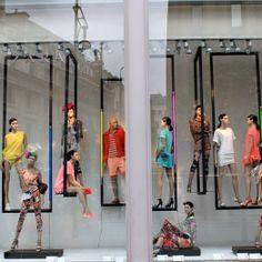 zara #windowdisplay #visualmerchandising Auf londonstreetstyle.com http://www.pinterest.com/yukokashiwagi/show-window/